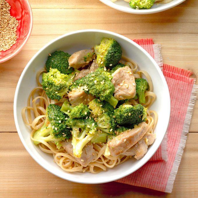 Broccoli Pork Stir Fry With Noodles Exps Thfm18 200032 B09 14 4b 8