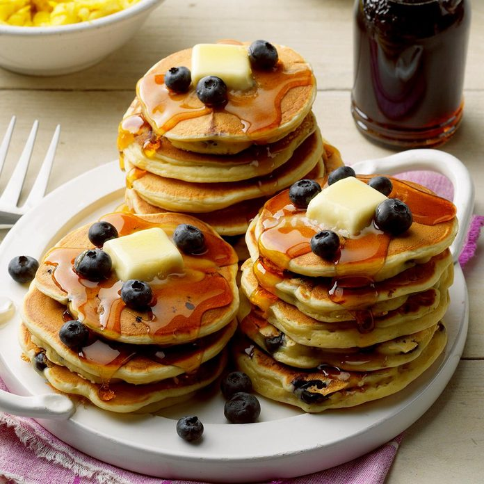 Buttermilk Blueberry Pancakes Exps Fttmz20 5622 E03 04 1b 7