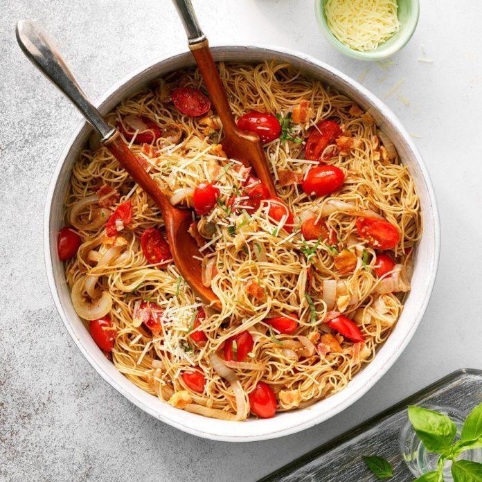December 28: Caramelized Onion & Garlic Pasta