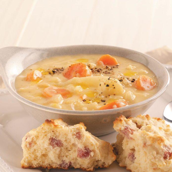 Cheesy Cauliflower and Potato Soup