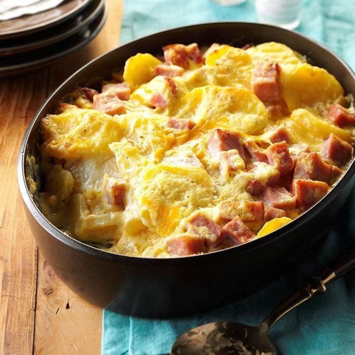 Cheesy Scalloped Potatoes Ham Exps Thca17 41576 D07 01 3b 4