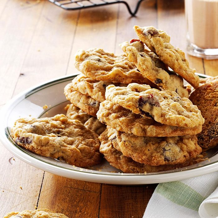 Cherry Chocolate Oatmeal Cookies Exps171576 Th132767a05 01 5bc Rms