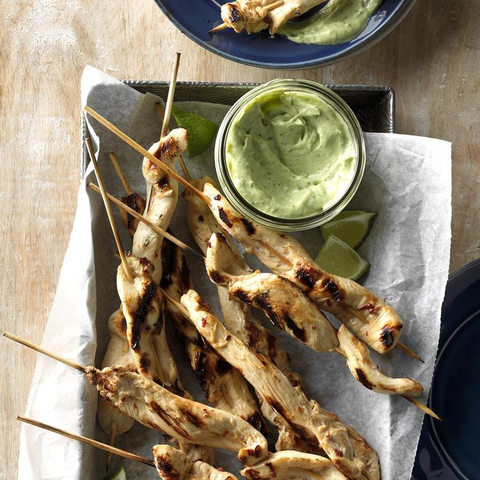 Chicken Skewers With Cool Avocado Sauce Exps Dsbz17 37502 C01 13 4b 3