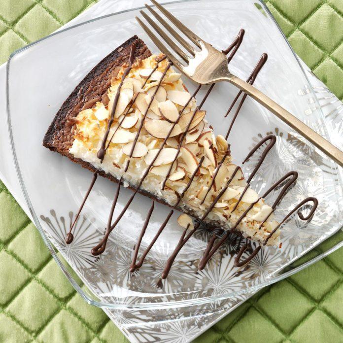 Chocolate-Almond Brownie Pizza