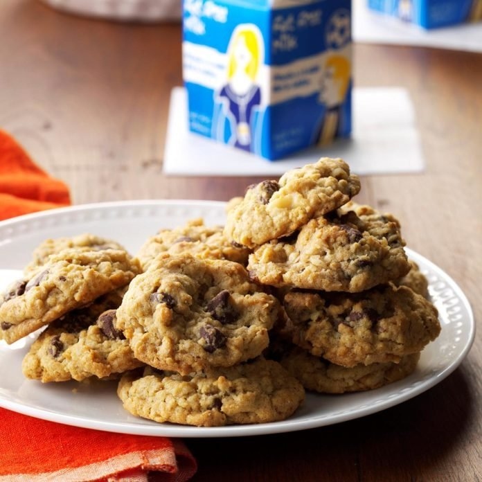 South Dakota: Chocolate Chip Oatmeal Cookies