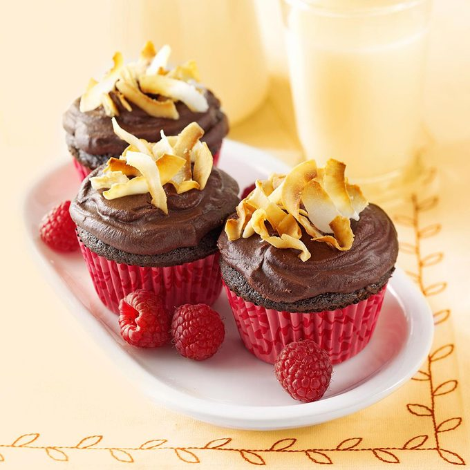 Chocolate Raspberry Cupcakes Exps112367 Baftb2307047a02 14 4bcover Rms