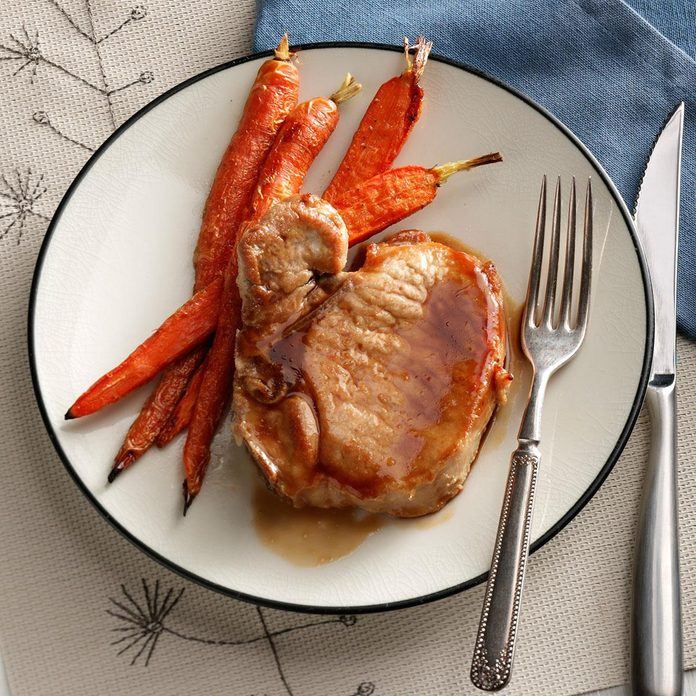 Cider Glazed Pork Chops With Carrots Exps50330 Sd19999445b08 31 5bc Rms 2