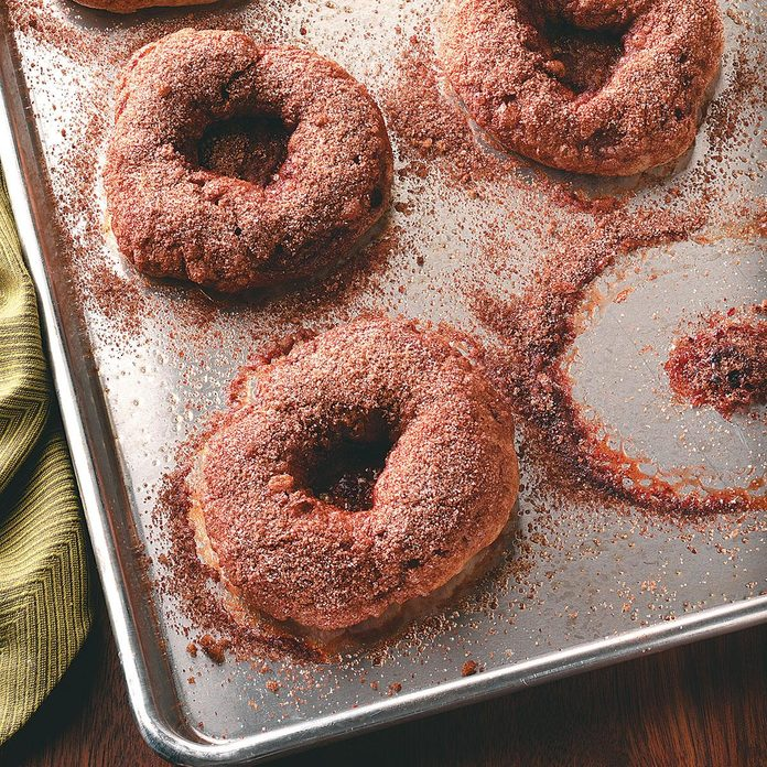 Cinnamon Bagels With Crunchy Topping Exps50381 Thhc1997841b07 20 2bc Rms 10