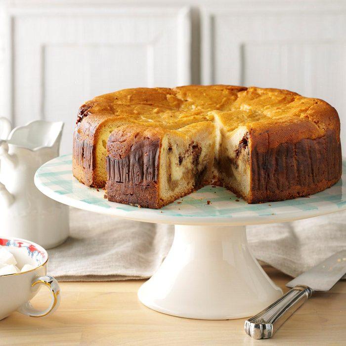 Cinnamon Roll Cream Cheese Coffee Cake Exps Thca17 138681 D07 01 6b