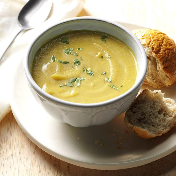 Coconut Curry Cauliflower Soup Exps Thn16 177635 06b 15 5b