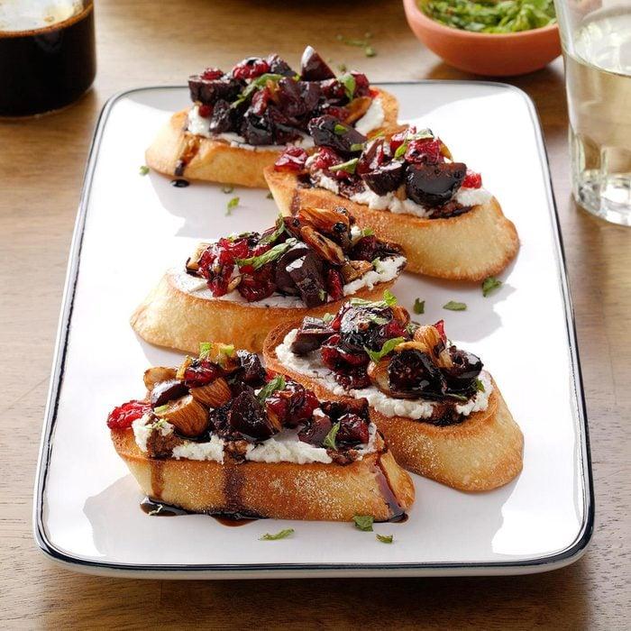 Cranberry Fig Goat Cheese Crostini Exps Hca21 139422 B06 02 4b 1