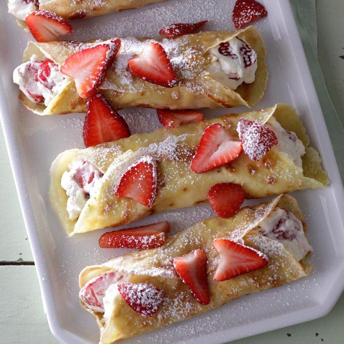 Creamy Strawberry Crepes Exps Sdjj18 23316 D02 13 7b 14