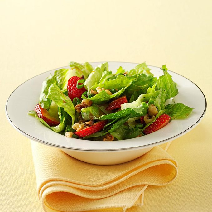 Crunchy Romaine Strawberry Salad Exps33043 Sd1999447c12 09 2bc Rms 4