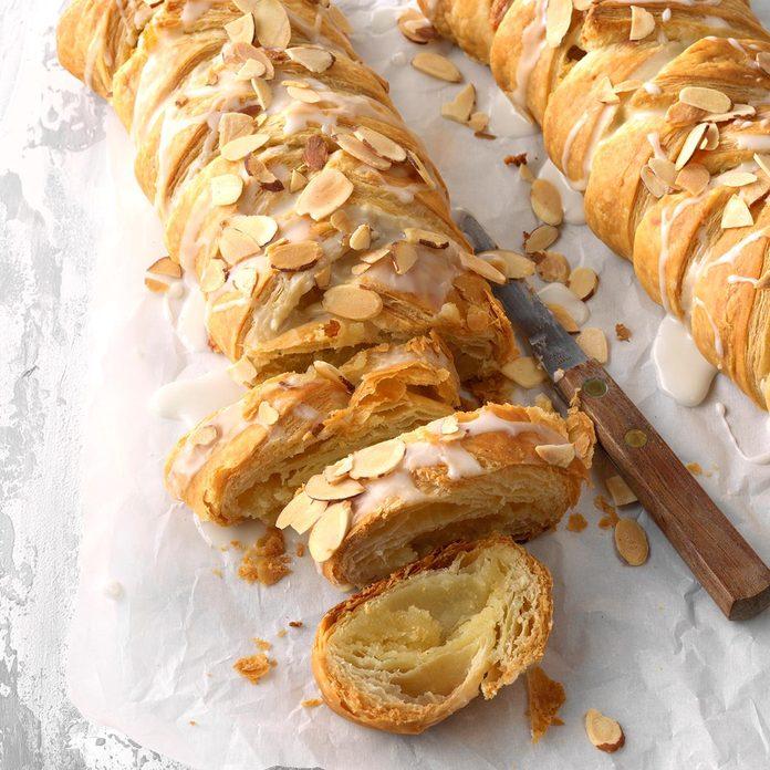 Delicious Almond Braids Exps Fbmz18 110538 C05 08 6b 1
