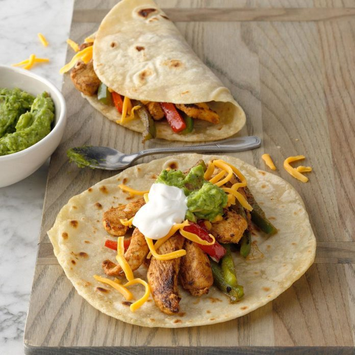 Flavorful Chicken Fajitas Exps Ciw19 12540 B08 30 6b 9