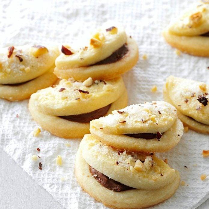 Folded Hazelnut Cookies