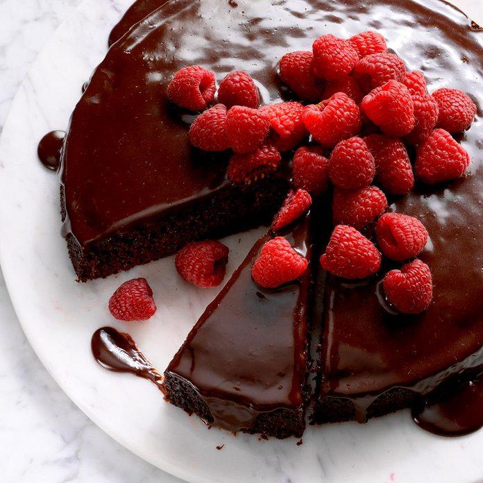 Ganache Topped Chocolate Cake Exps Dsbz17 39438 B01 20 3b 13