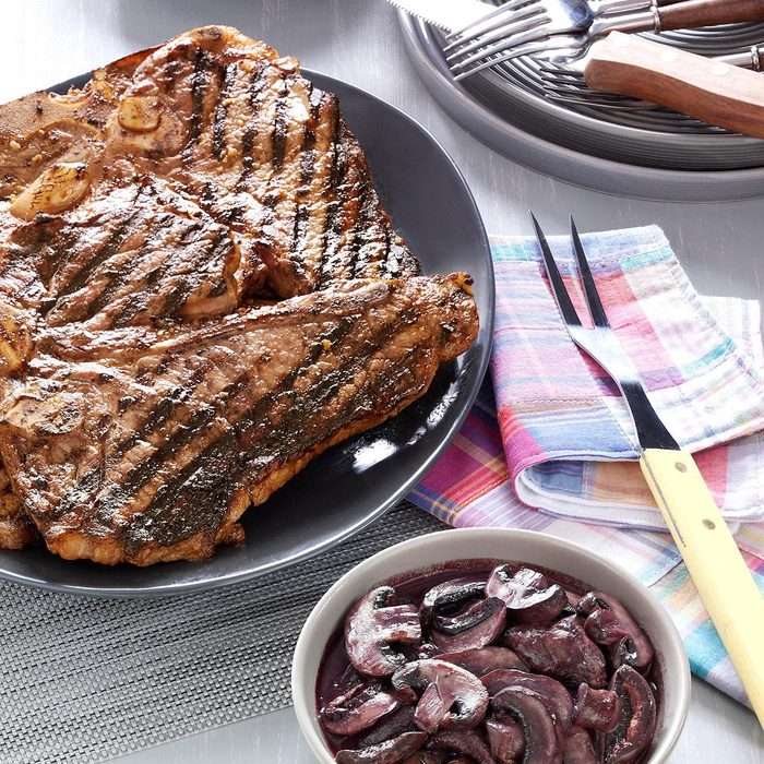 Garlic Rubbed T Bones With Burgundy Mushrooms Exps117616 Th2379798a02 24 5bc Rms 4