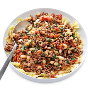 Garlicky Beef & Tomatoes with Pasta