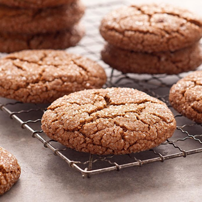 New York: Giant Molasses Cookies