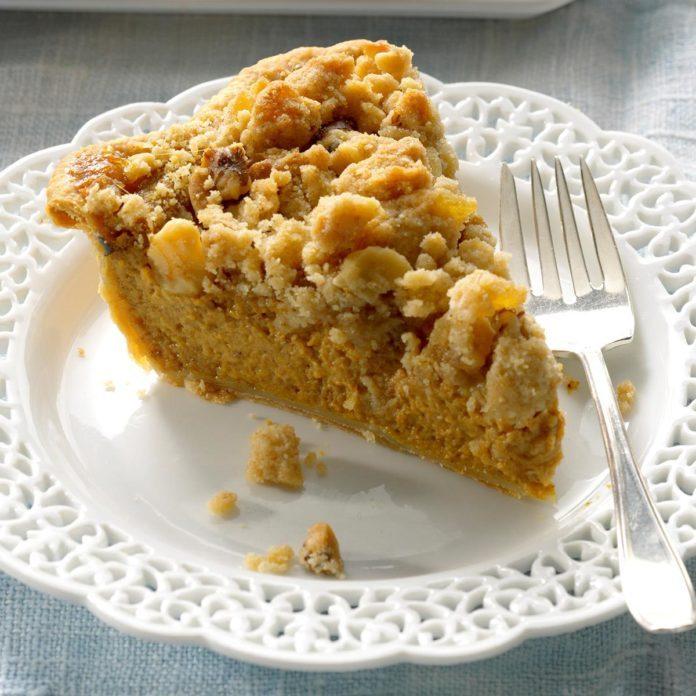 Ginger-Streusel Pumpkin Pie