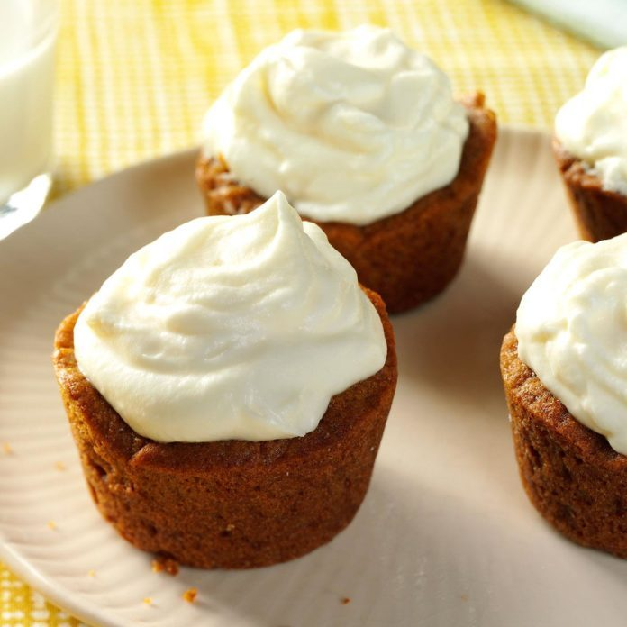 Gingersnap Cream Cookie Cups