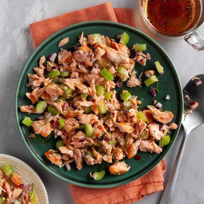 Grilled Salmon Salad Exps Ft20 18538 F 0723 1 4