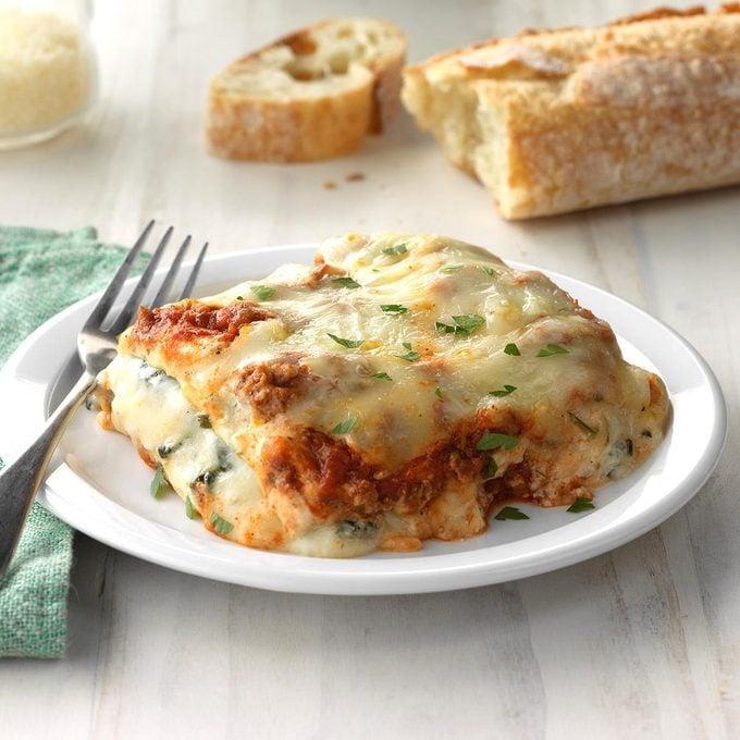 Ground Beef Spinach Alfredo Lasagna Exps Scbz18 49865 C06 28 6b 3
