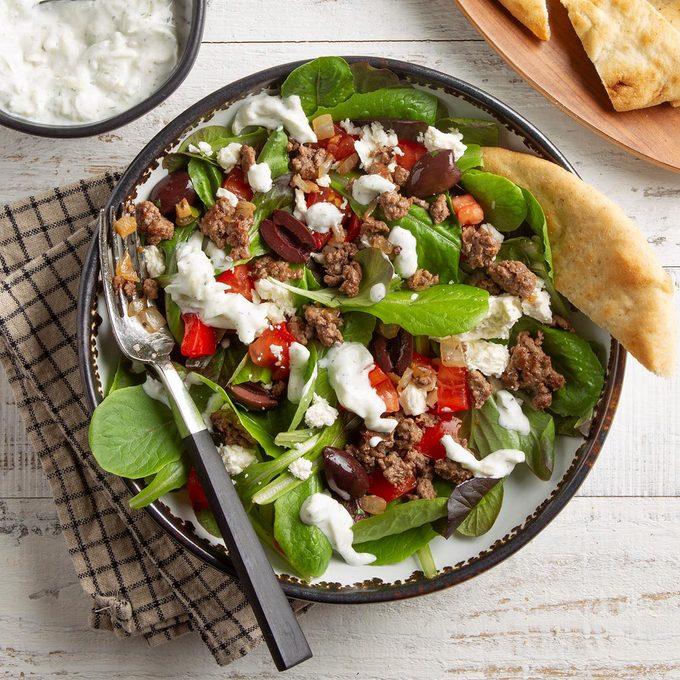 Gyro Salad With Tzatziki Dressing Exps Ft21 39163 F 0427 1