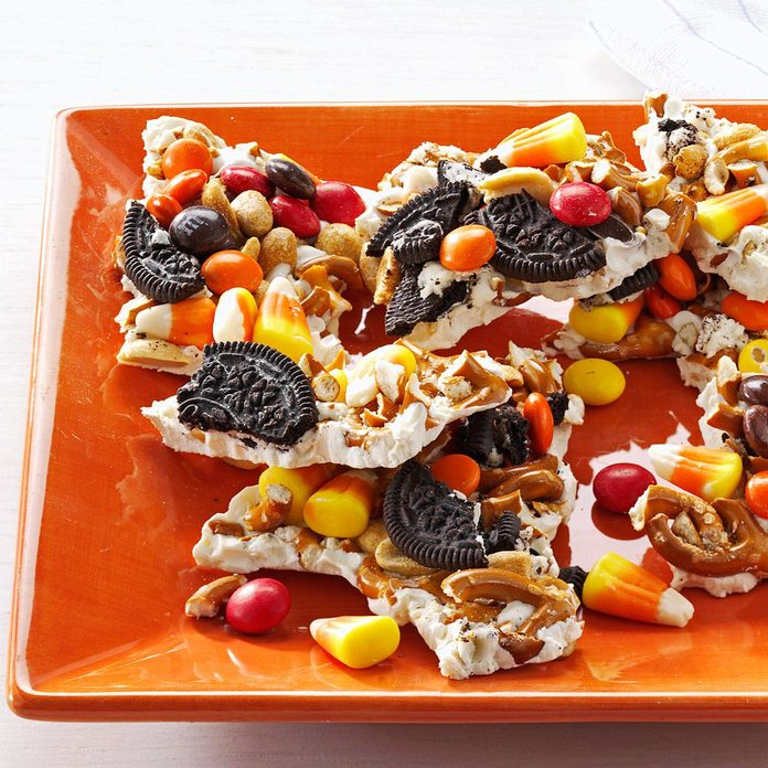 Halloween Candy Bark Exps166771 Th132767a05 03 1bc Rms 1