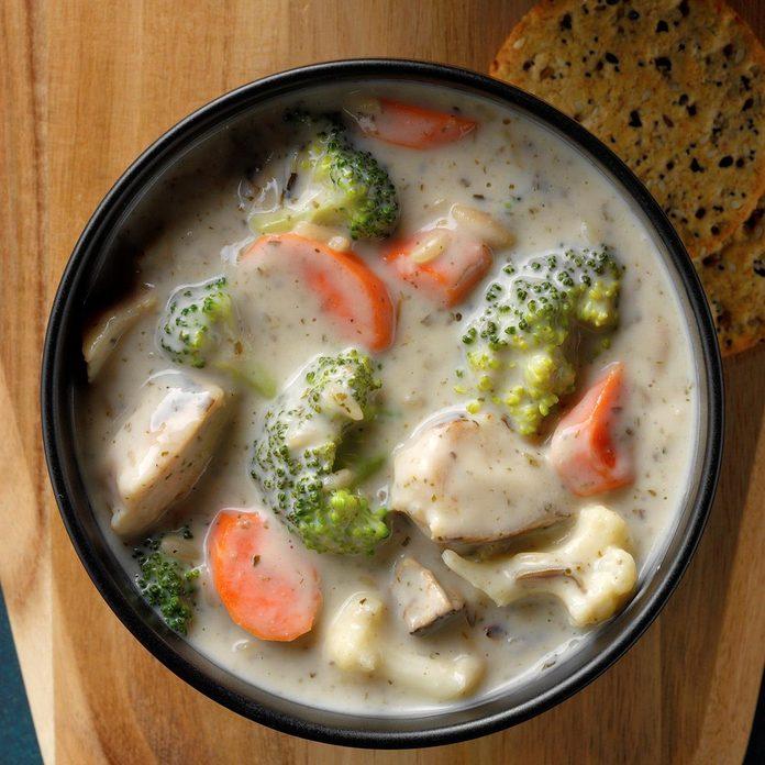 Hearty Chicken Wild Rice Soup Exps Dodbz20 135785 B07 28 6b 4