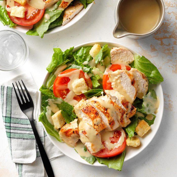Herbed Chicken Caesar Salad Exps Diydap21 10496 B06 30 1b 2
