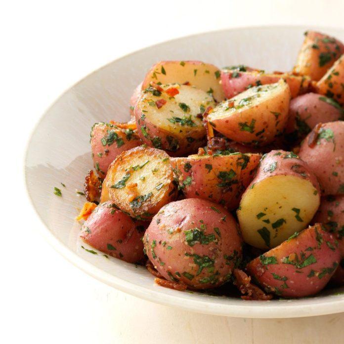 Alaska: Herbed Garlic Potatoes