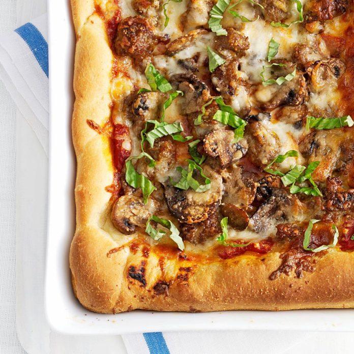 Illinois: Homemade Chicago Deep-Dish Pizza