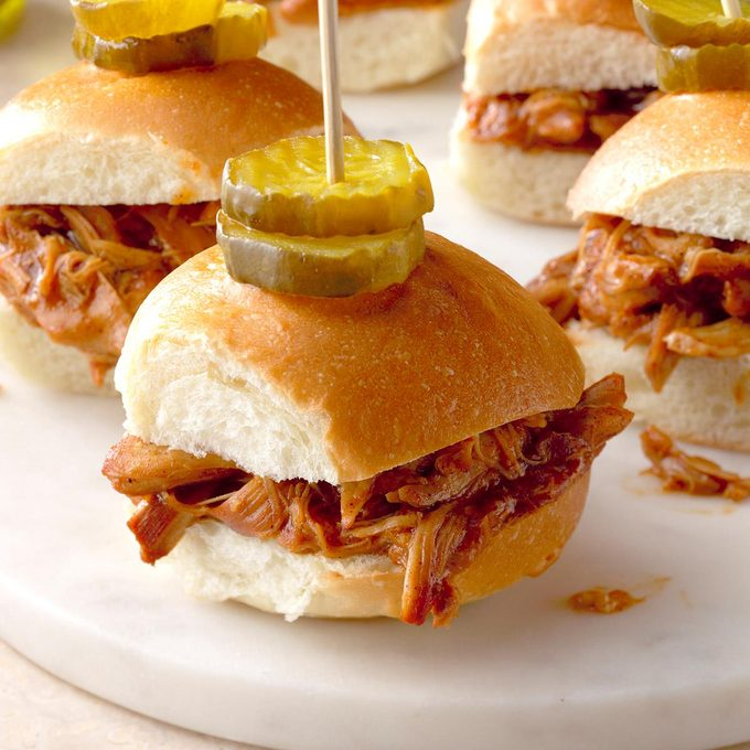 Honey Sriracha Pulled Beer Chicken Slider Exps Thd17 204893 B08 16 4b 3