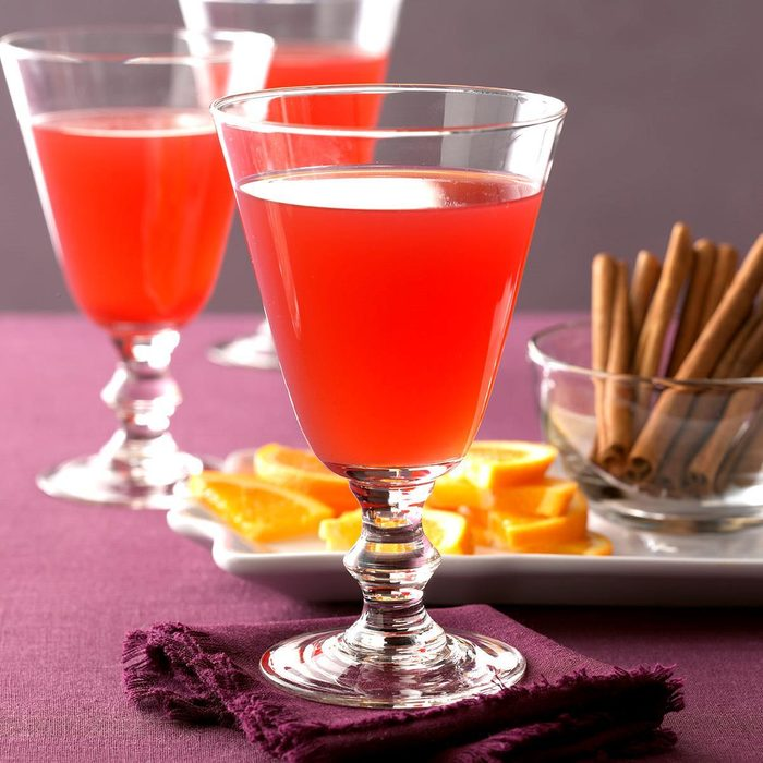 Upscale Slow-Cooker Beverage: Hot Spiced Cranberry Drink