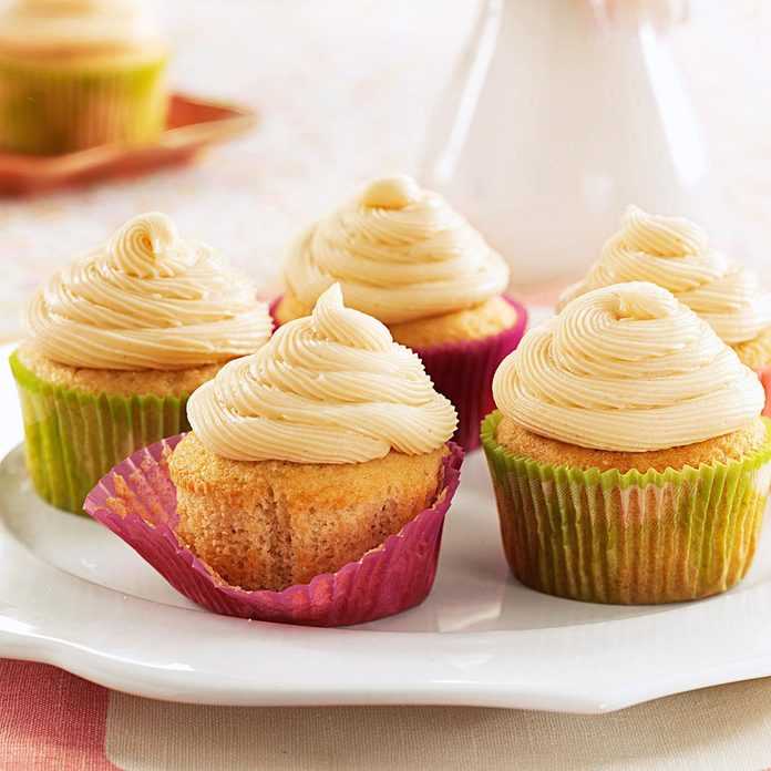 Irish Cream Cupcakes Exps161287 Thhc2377564c07 11 2bc Rms 1