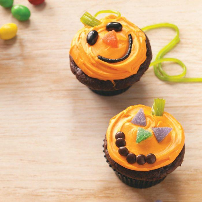 Jack O Lantern Cupcakes Exps50970 Cw1996970c07 09 1bc Rms