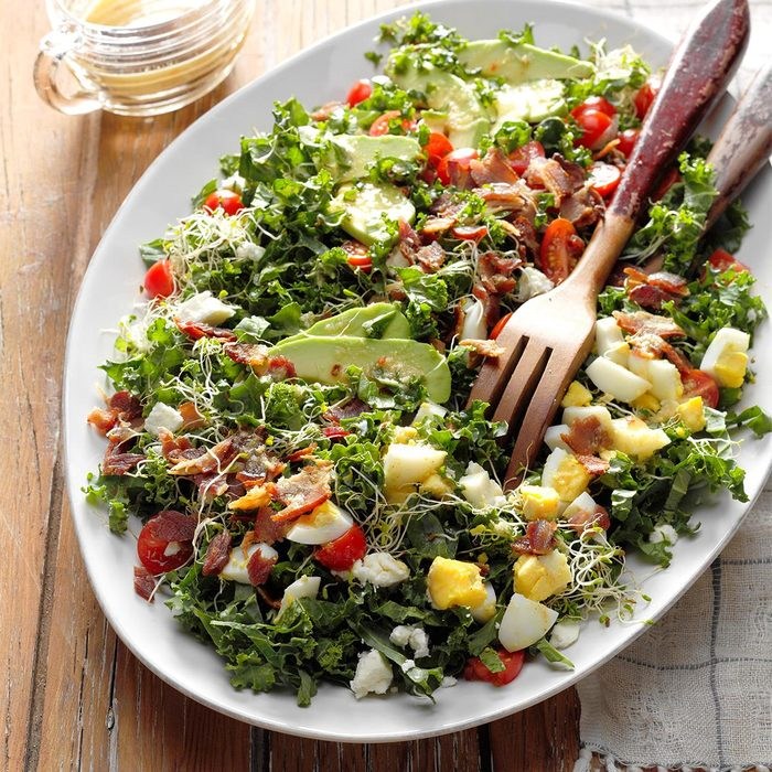 Kale Bacon Salad With Honey Horseradish Vinaigrette Exps Fttmz18 118032 B11 16 2b 3
