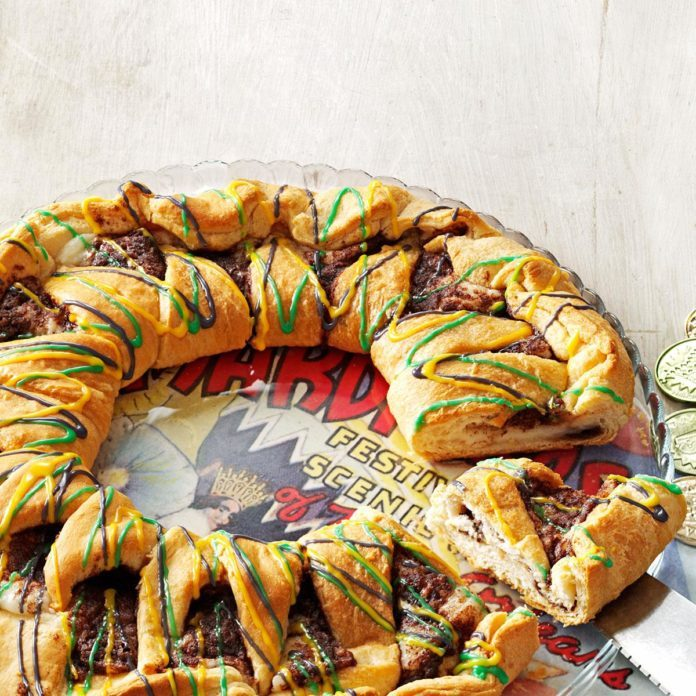 Louisiana: King Cake with Cream Cheese Filling