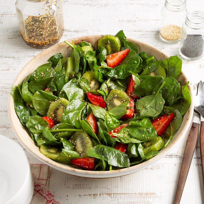 Kiwi Strawberry Spinach Salad Exps Ft21 19815 F 0526 1 1