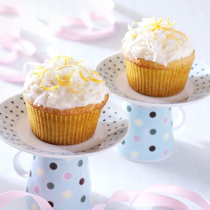 Lemon Coconut Cupcakes Exps36300 Rds2447887a11 02 4bc Rms