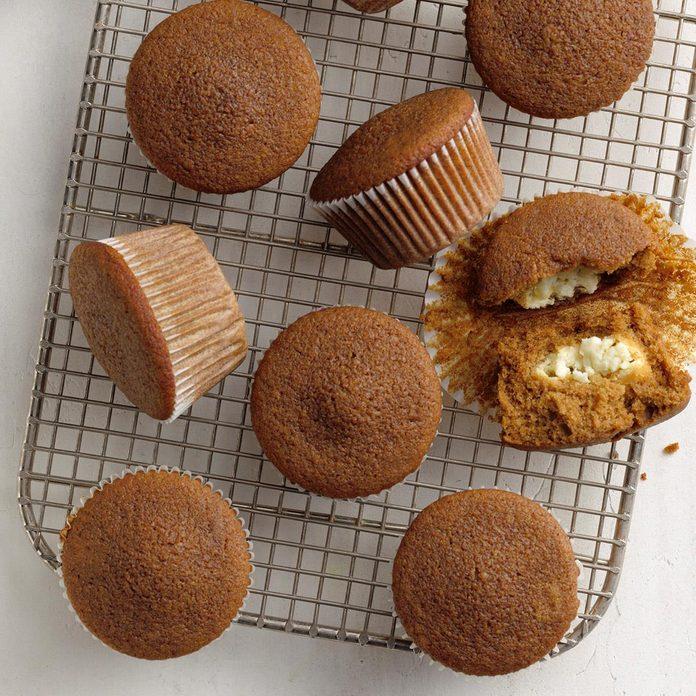 Lemon Filled Gingerbread Muffins Exps Tohca20 164301 B02 26 1b 4