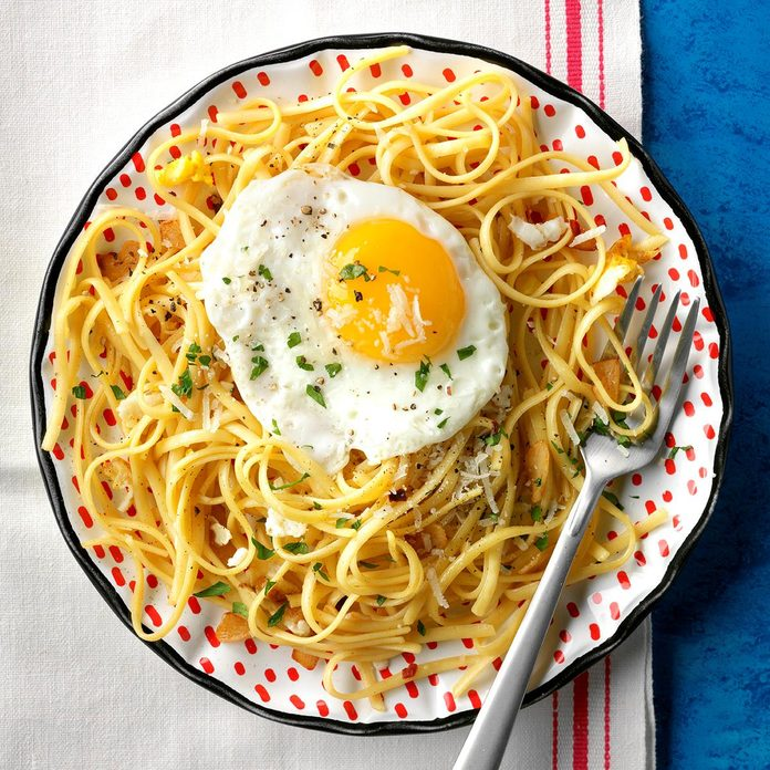 Linguine with Fried Eggs and Garlic
