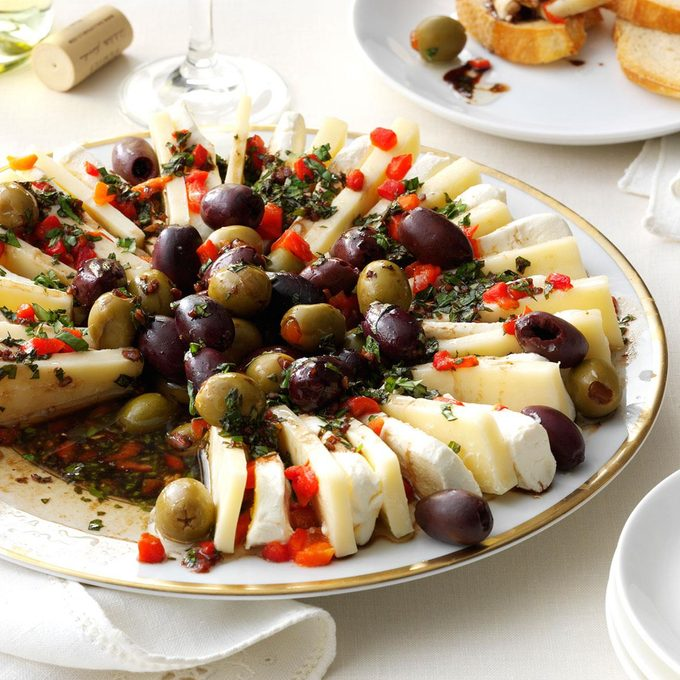Marinated Olive Cheese Ring Exps137071 Th133086c07 24 2bc Rms 3