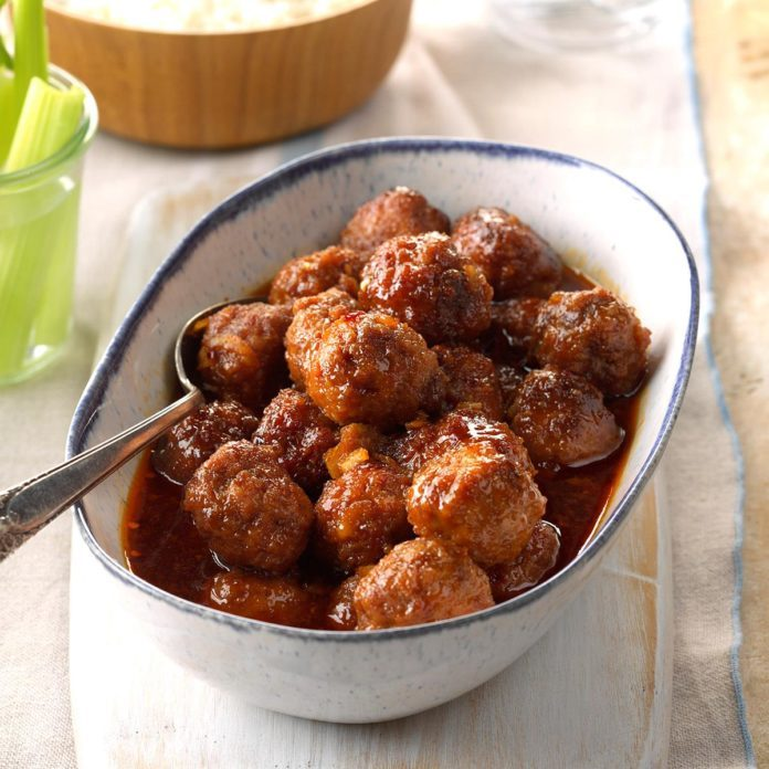 2017: Slow-Cooked Meatballs in Honey Buffalo Sauce