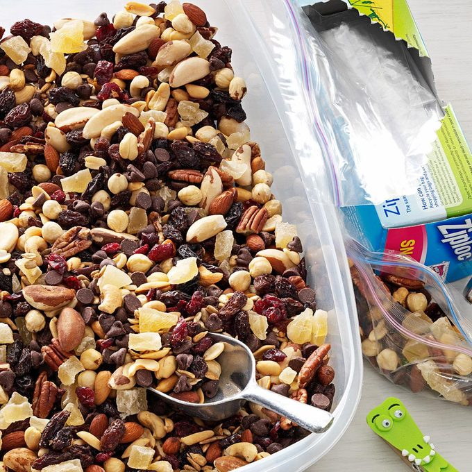 Nutty Berry Trail Mix Exps56502 Th2379800c04 27 3bc Rms