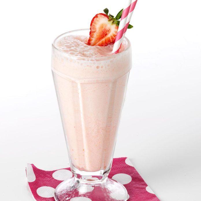 Old-Fashioned Strawberry Soda