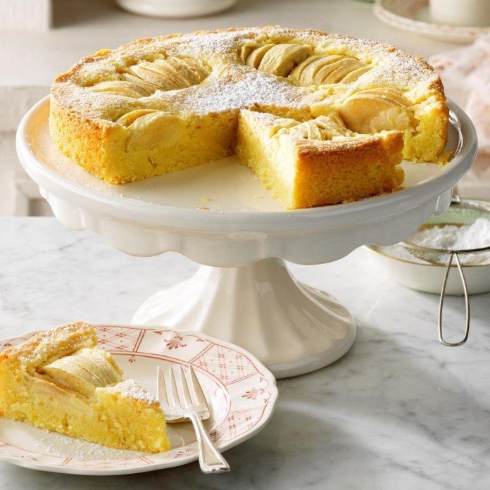 Oma's Apfelkuchen (Grandma's Apple Cake)