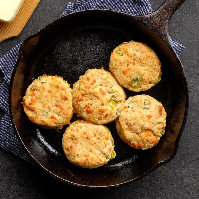 Onion Cheddar Biscuits Exps Ciw19 36143 B09 11 5b 7